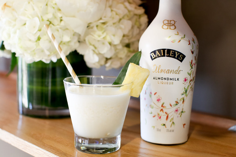 Baileys Almande Aloha cocktail drink